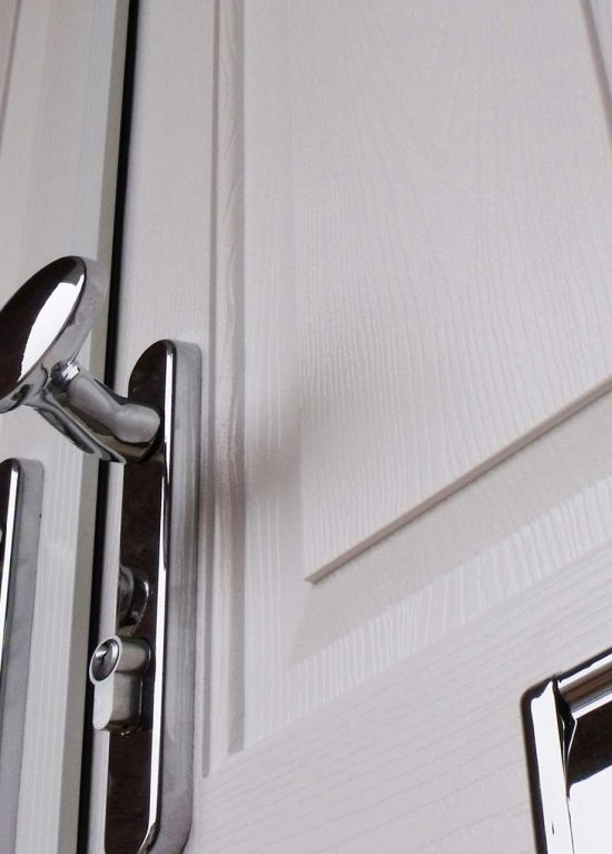 Double entrance door with chrome furniture
